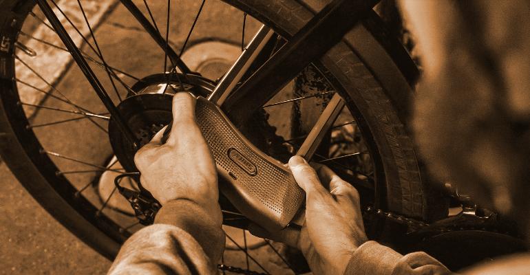zapięcie do roweru zapewniają bezpieczeństwo roweru podczas postoju