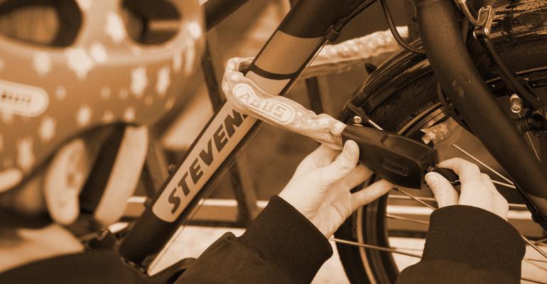 zapięcie rowerowe typu łańcuch gwarantuje wysoki poziom zabezpieczenia roweru