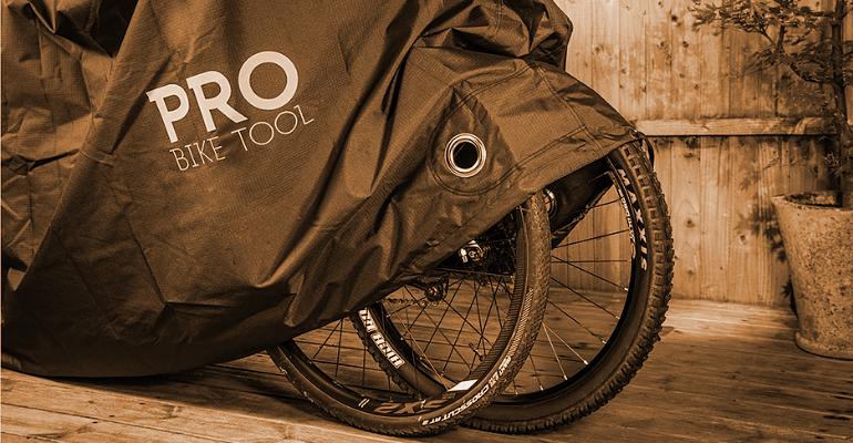 pokrowiec na rower chroni rower przed niesprzyjającymi warunkami atmosferycznymi