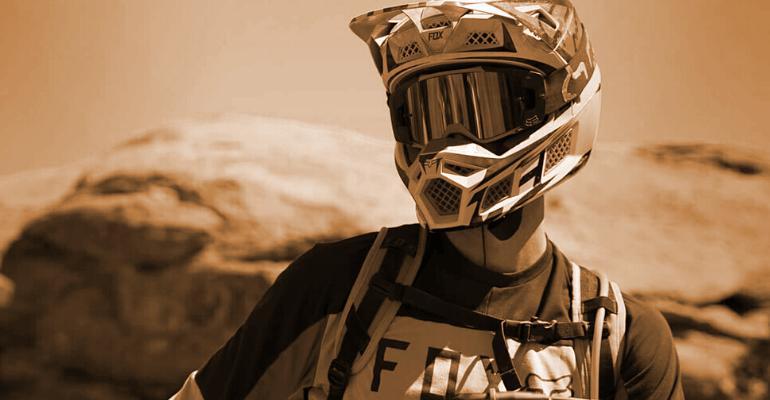 kask fullface przeznaczony do sportów grawitacyjnych