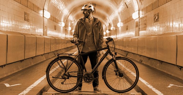 kask rowerowy zabezpiecza głowę rowerzysty