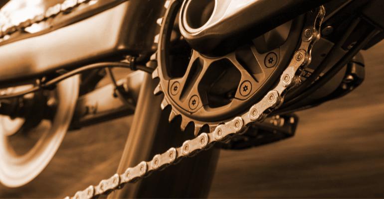 łańcuch rowerowy w napędzie roweru górskiego