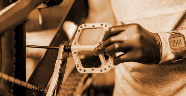pedały platformowe w rowerze do sportów grawitacyjnych