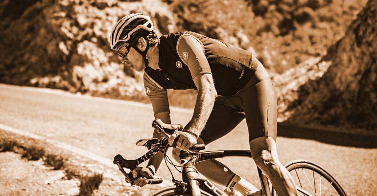 kamizelka rowerowa stanowi trzecią, ostateczną warstwę odzieży kolarza