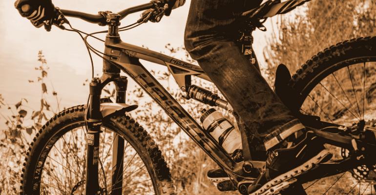 błotniki rowerowe chronią rowerzystę przed błotem