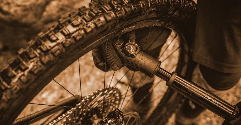 pompka do roweru pozwoli na napompowanie koła rowerowego w kilka minut