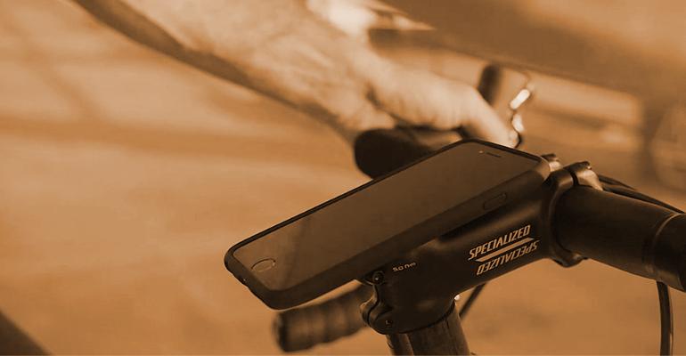 Uchwyt na telefon do roweru pozwala na korzystanie z telefonu podczas jazdy